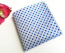 Zvětšit fotografii - bílý kapesníček do saka s modrými puntíky